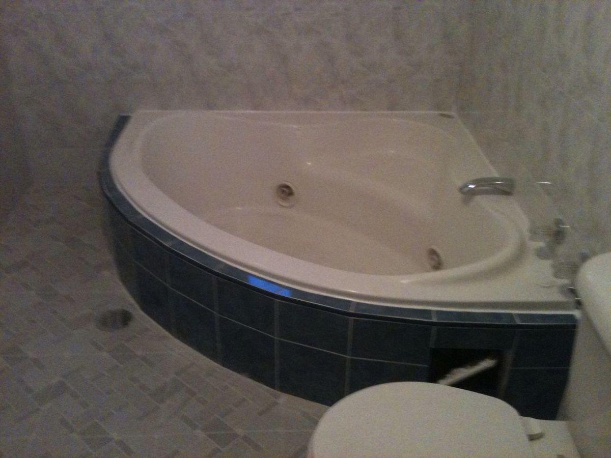 14 de 16: Jacuzzi en Baño 1