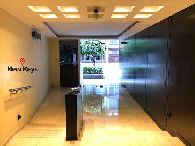 3 de 35: Entrada/ Salida del Edificio