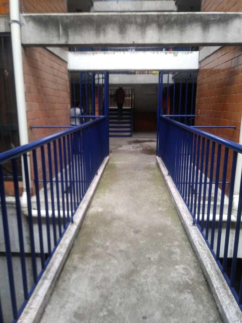 17 de 18: pasillos del edificio