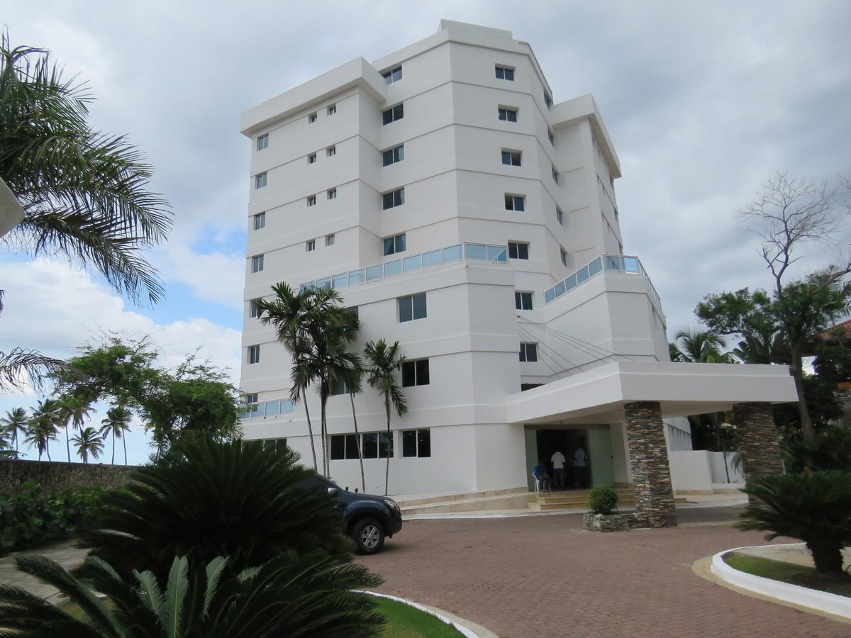 3 de 19: Vista frontal del Edificio