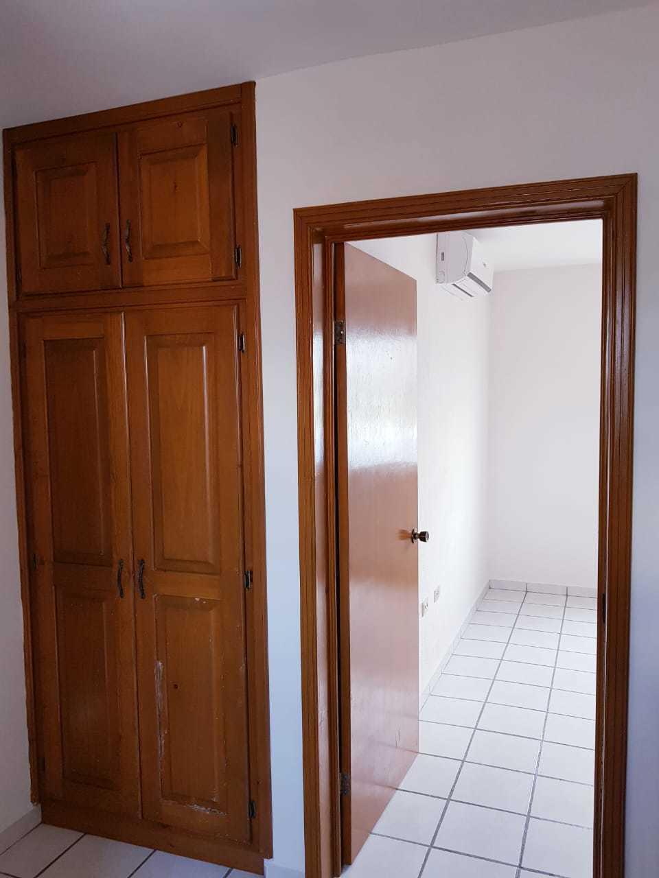 11 de 16: Acceso recamara, closet de blancos