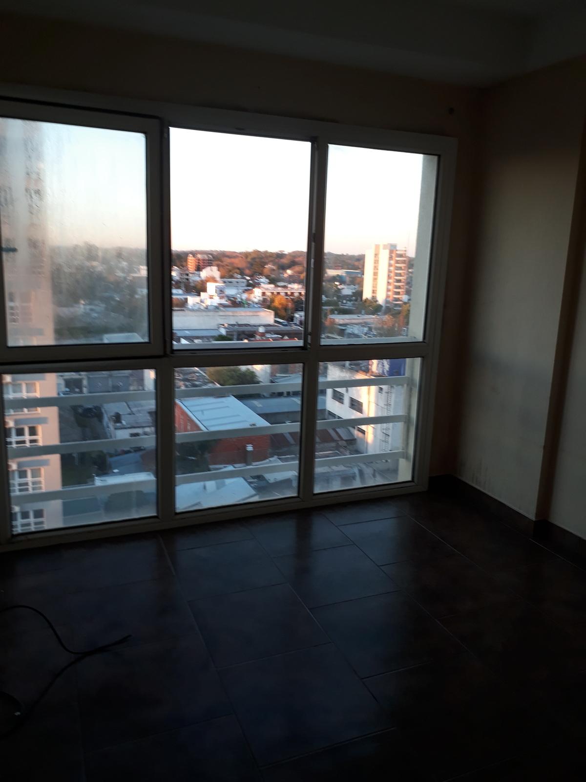 4 de 7: Dormitorio con placard c/ interiores