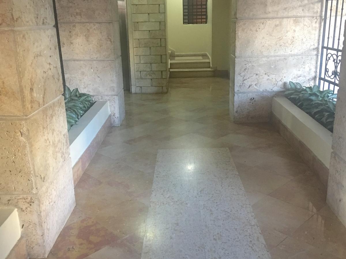 24 de 24: acceso a los ascensores