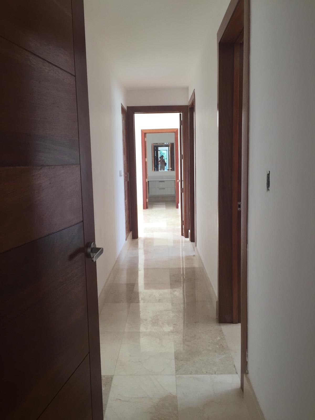 10 de 16: pasillo hacia las habitaciones