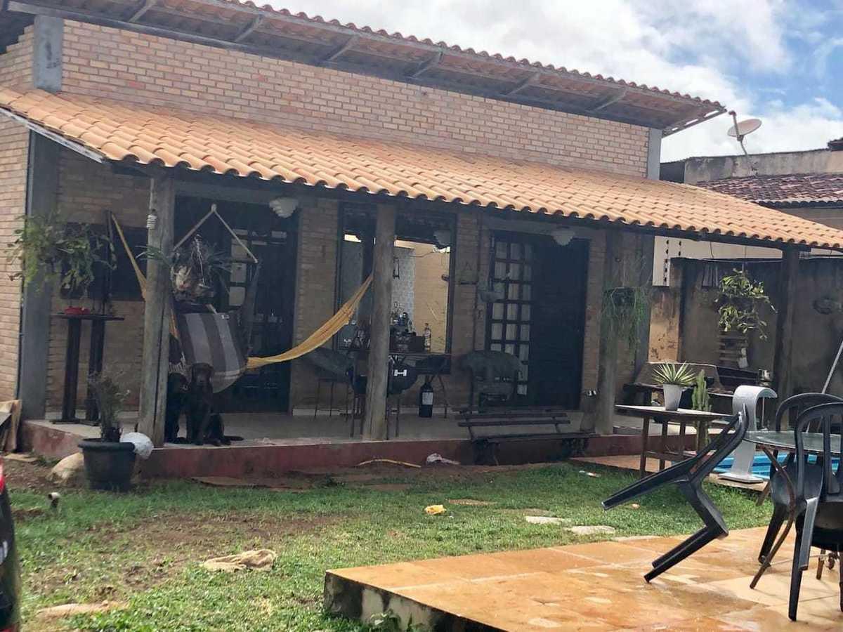 2 de 5: Chalé com banheiro e varanda