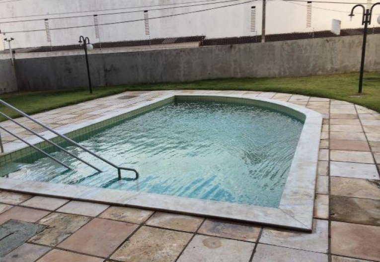 4 de 9: Piscina do prédio