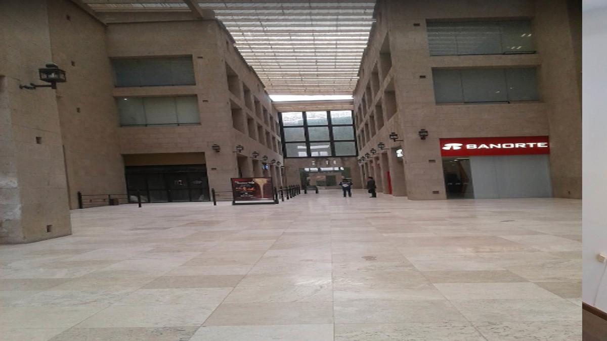 8 de 8: Interior de plaza Antigua con excelentes acabados.