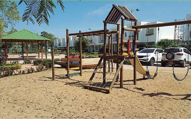 6 de 10: Foto Real Parque Infantil