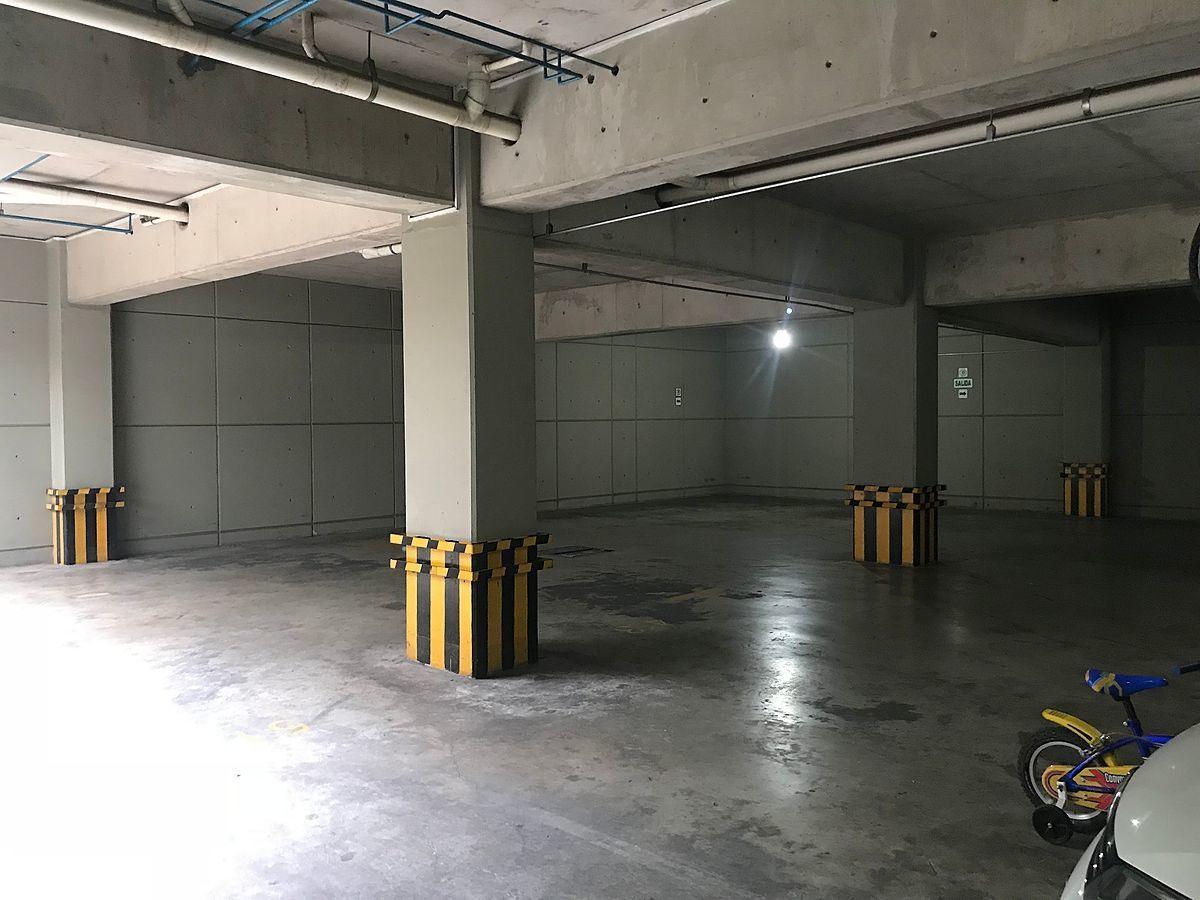 14 de 16: Estacionamiento