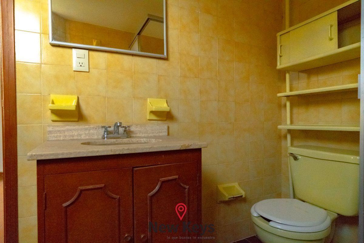 21 de 27: Baño cuarto de servicio