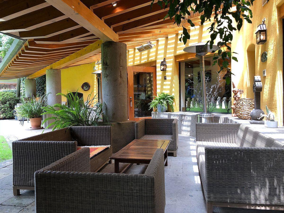4 de 34: Agradable terraza que se integra al jardín