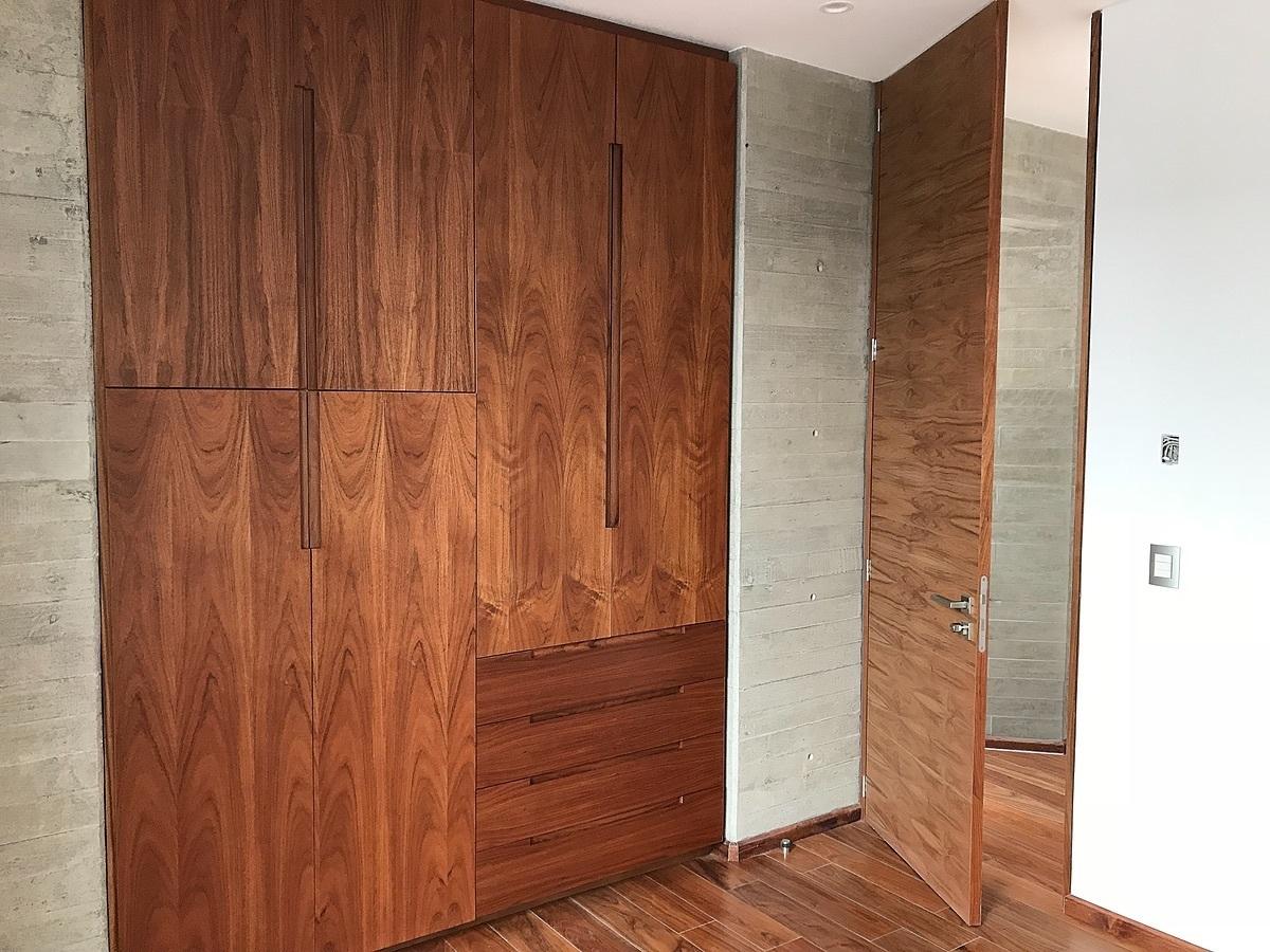 3 de 8: Pisos y carpintería de madera natural