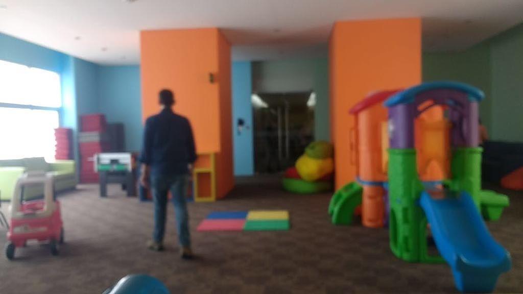 26 de 28: Salón de juegos niños.