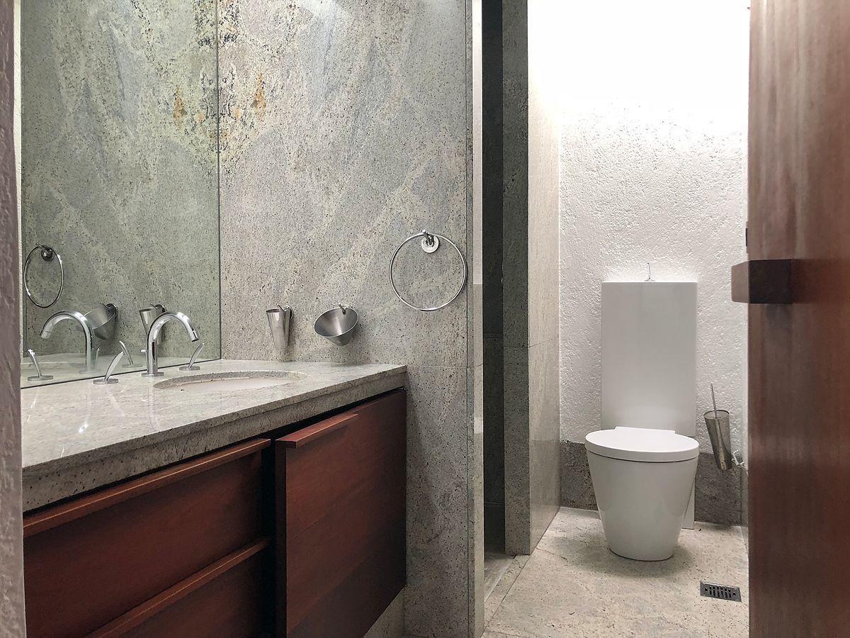 6 de 28: Muebles de baño importados