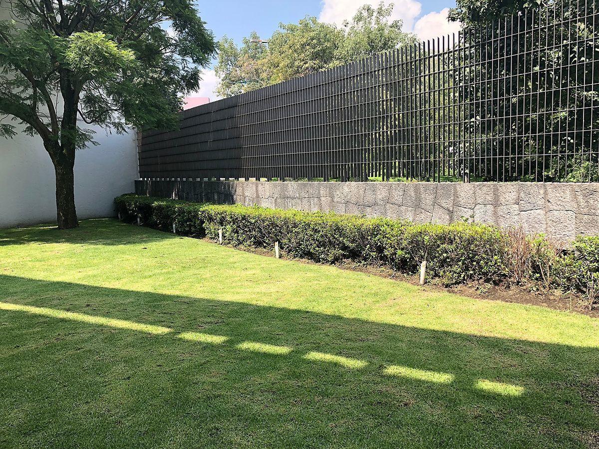 28 de 28: Jardín privado