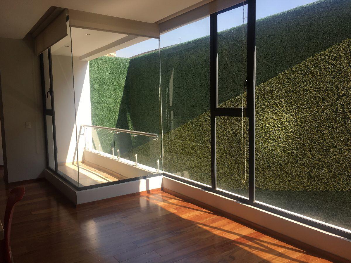 8 de 8: Sala con balcon