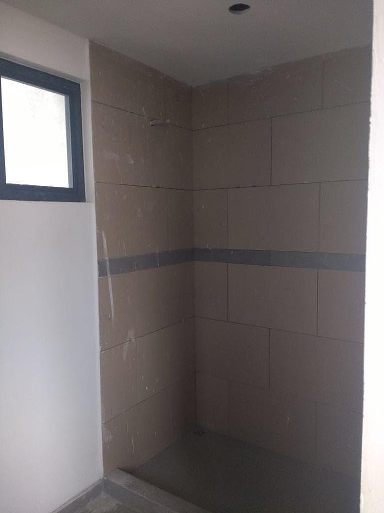 6 de 13: Baño completo; Compartido para 2 habitaciones.