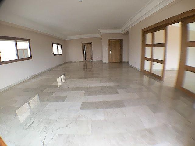 8 de 19: Amplia área de sala y comedor con ventilación cruzada