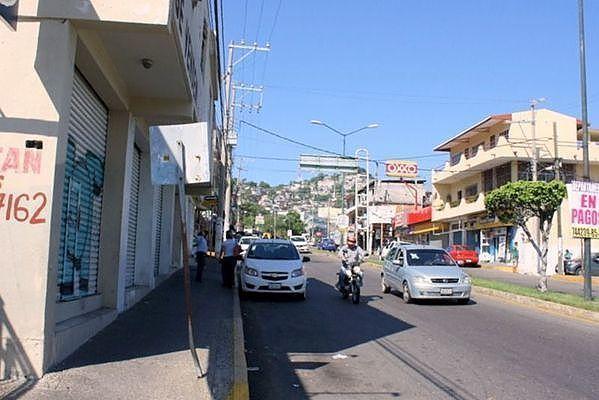 24 de 25: Locales comerciales en Calzada Pie de la Cuesta OPORTUNIDAD