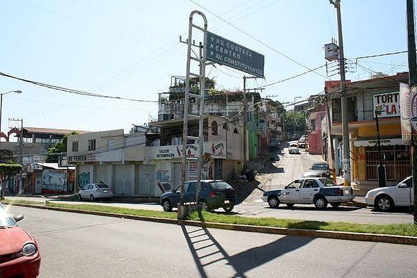 25 de 25: Locales comerciales en Calzada Pie de la Cuesta OPORTUNIDAD