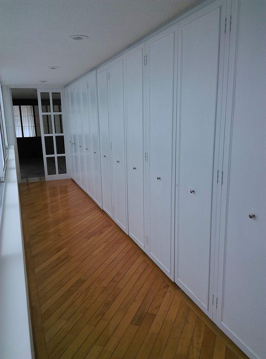 9 de 27: Closet de Blancos