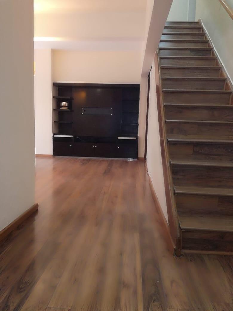 2 de 26: Estancia con piso de madera de ingeniería