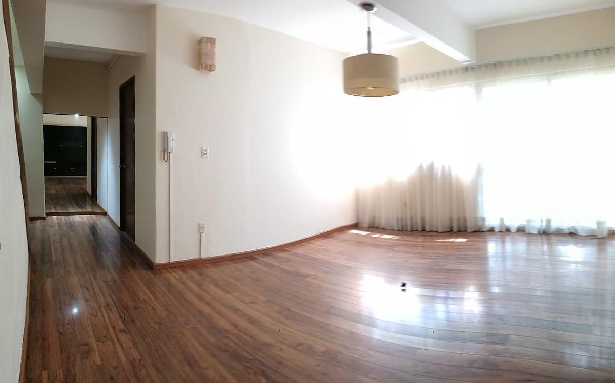 3 de 26: Estancia con piso de madera de ingeniería