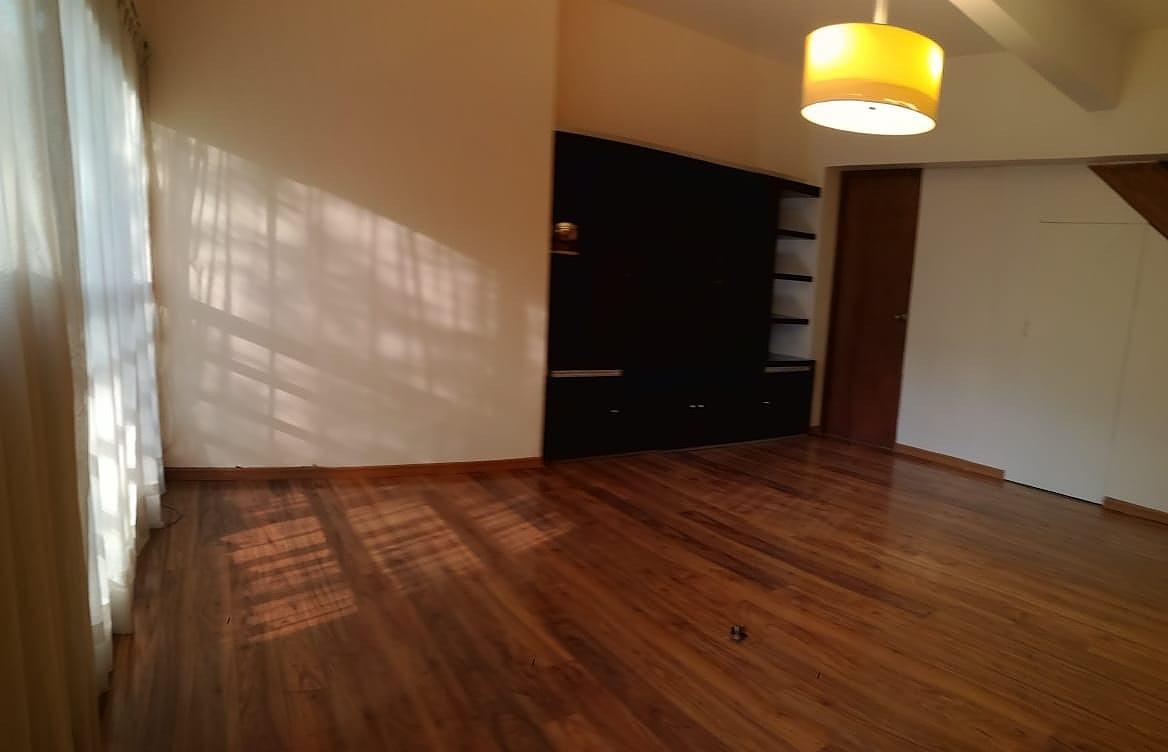 4 de 26: Estancia con piso de madera de ingeniería
