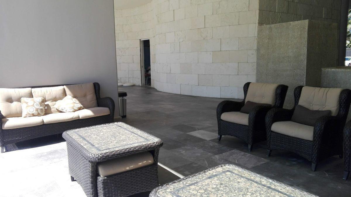 17 de 17: Lobby con grandes espacios