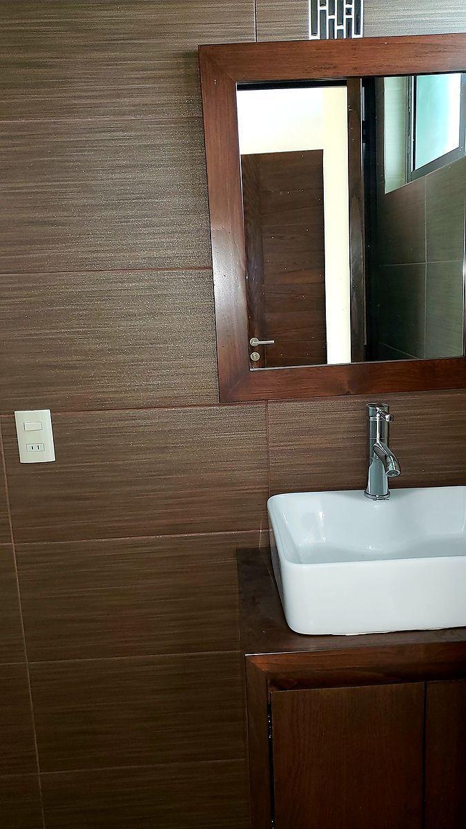3 de 16: medio baño planta baja