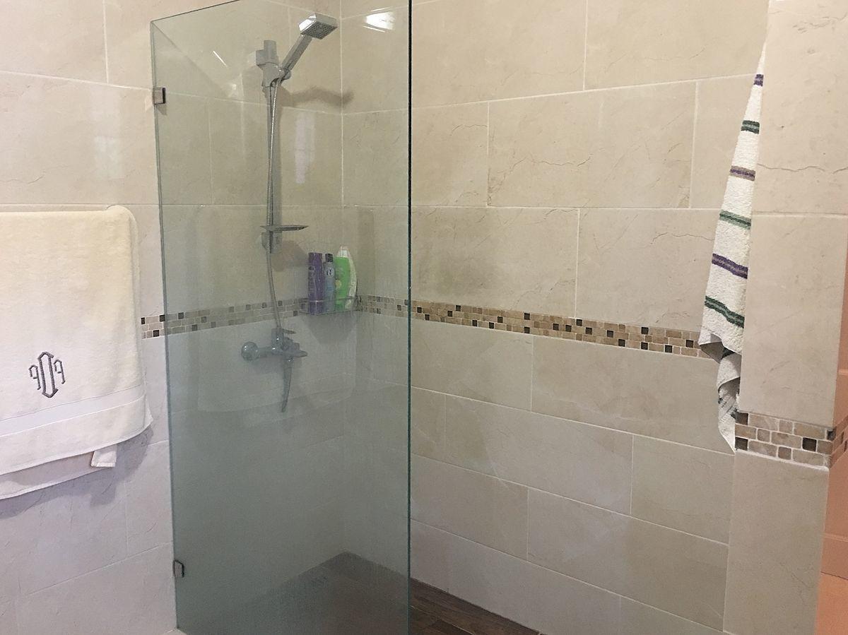 20 de 42: Baño en habitación principal