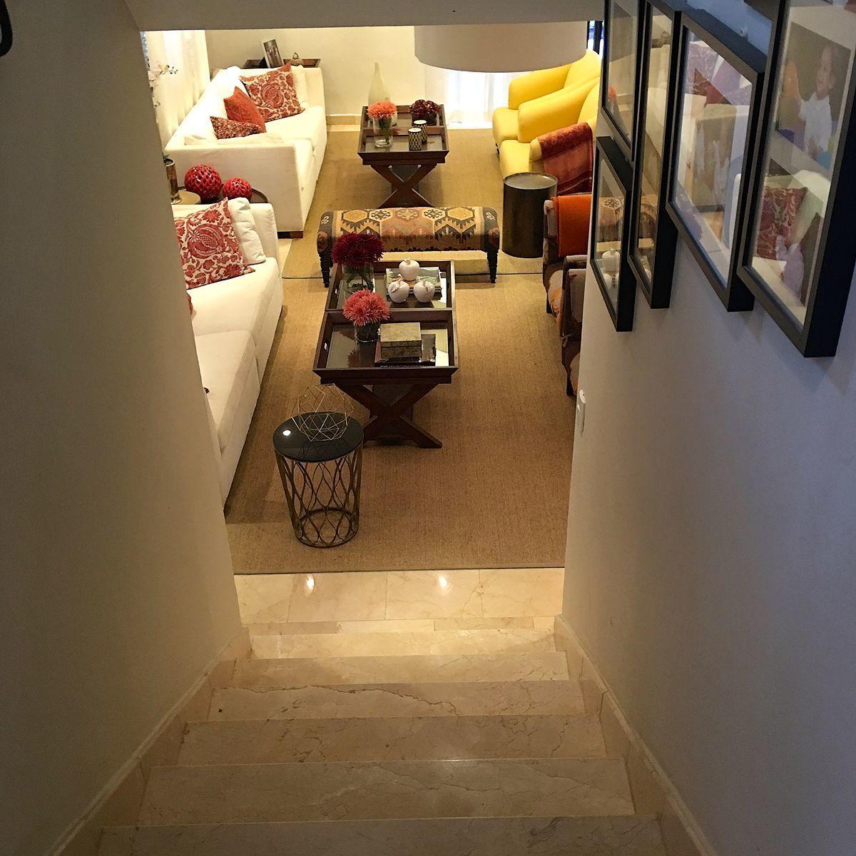 12 de 42: Escaleras al segundo piso