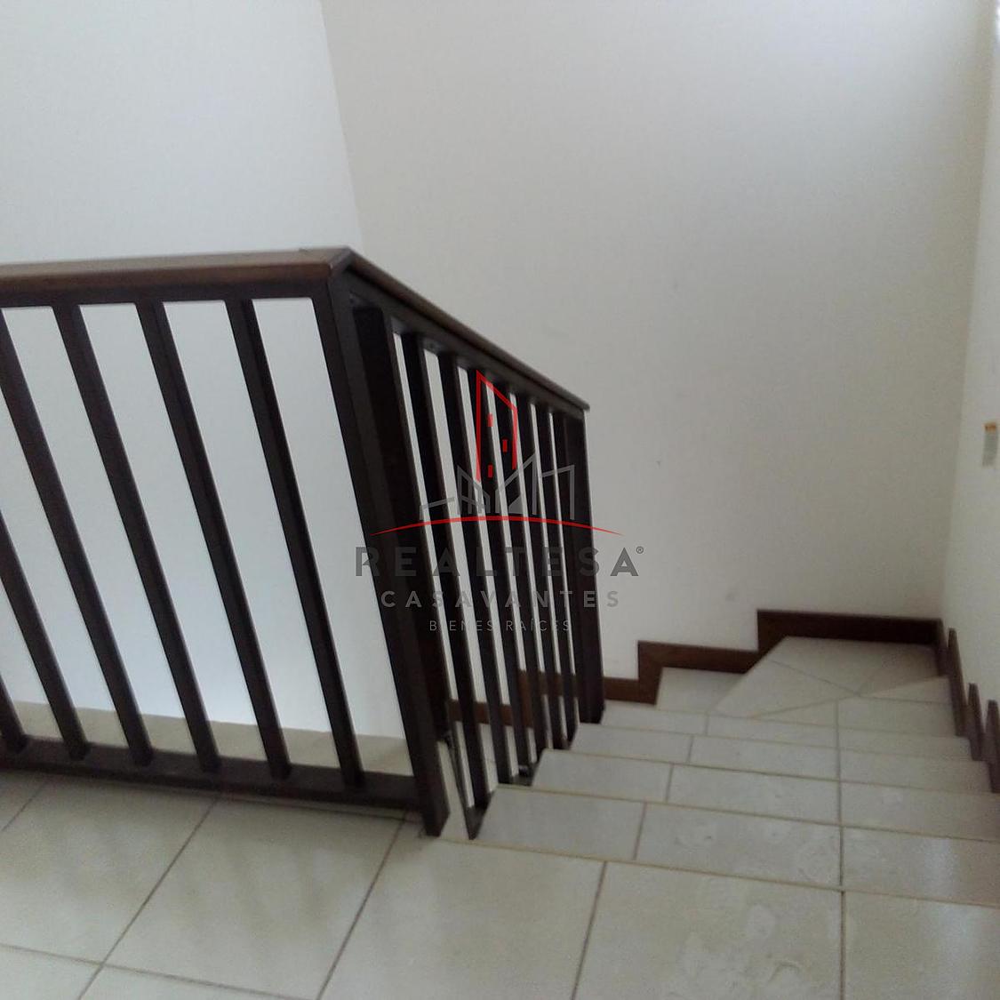 8 de 9: Escaleras