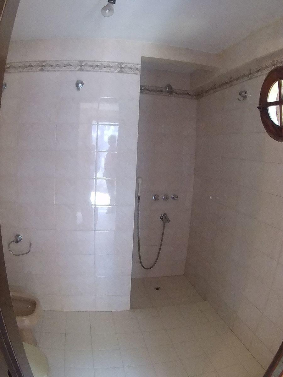 23 de 27: Baño con ducha depto.
