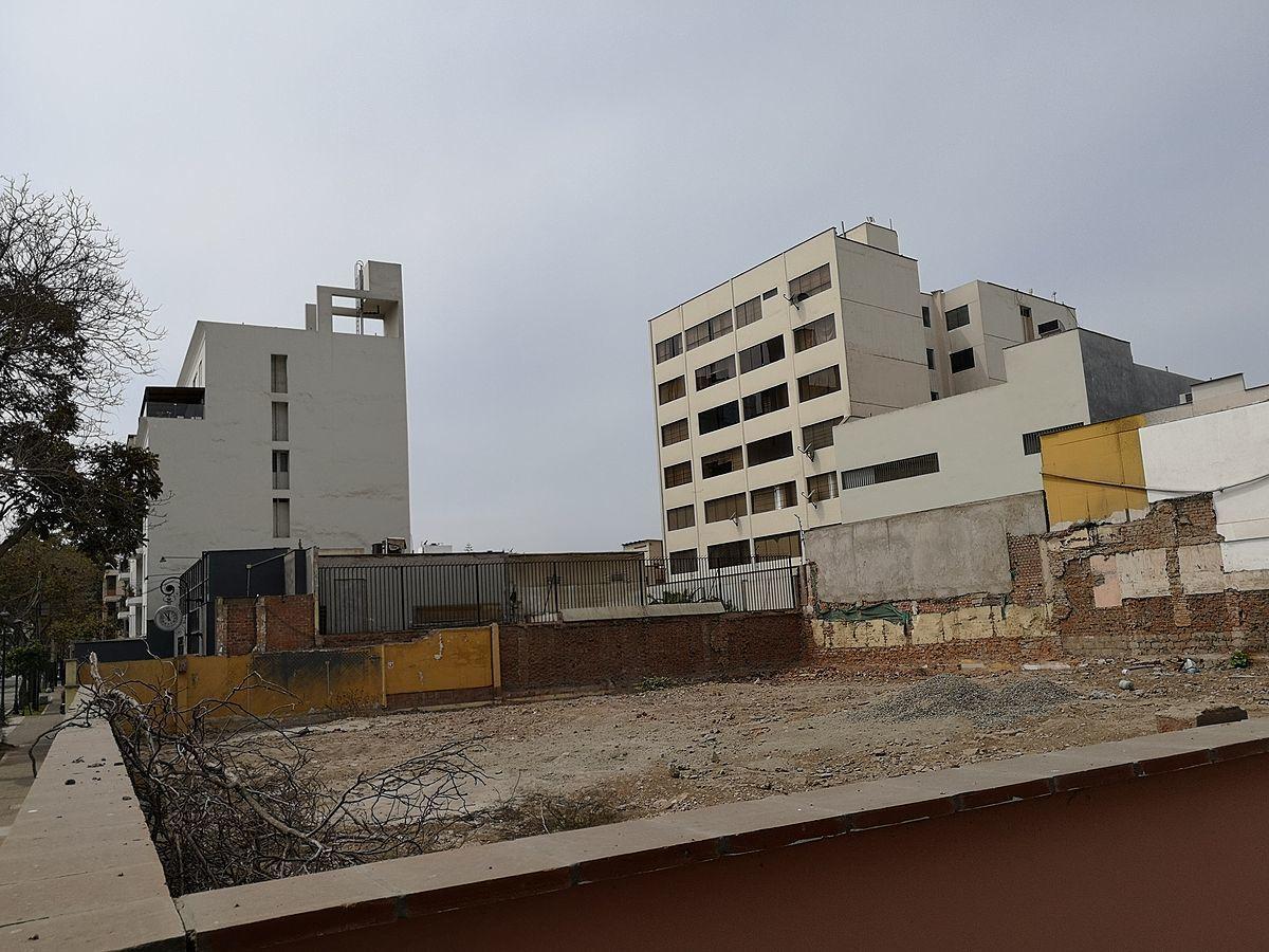 12 de 15: Terreno sin casas, demolición lista