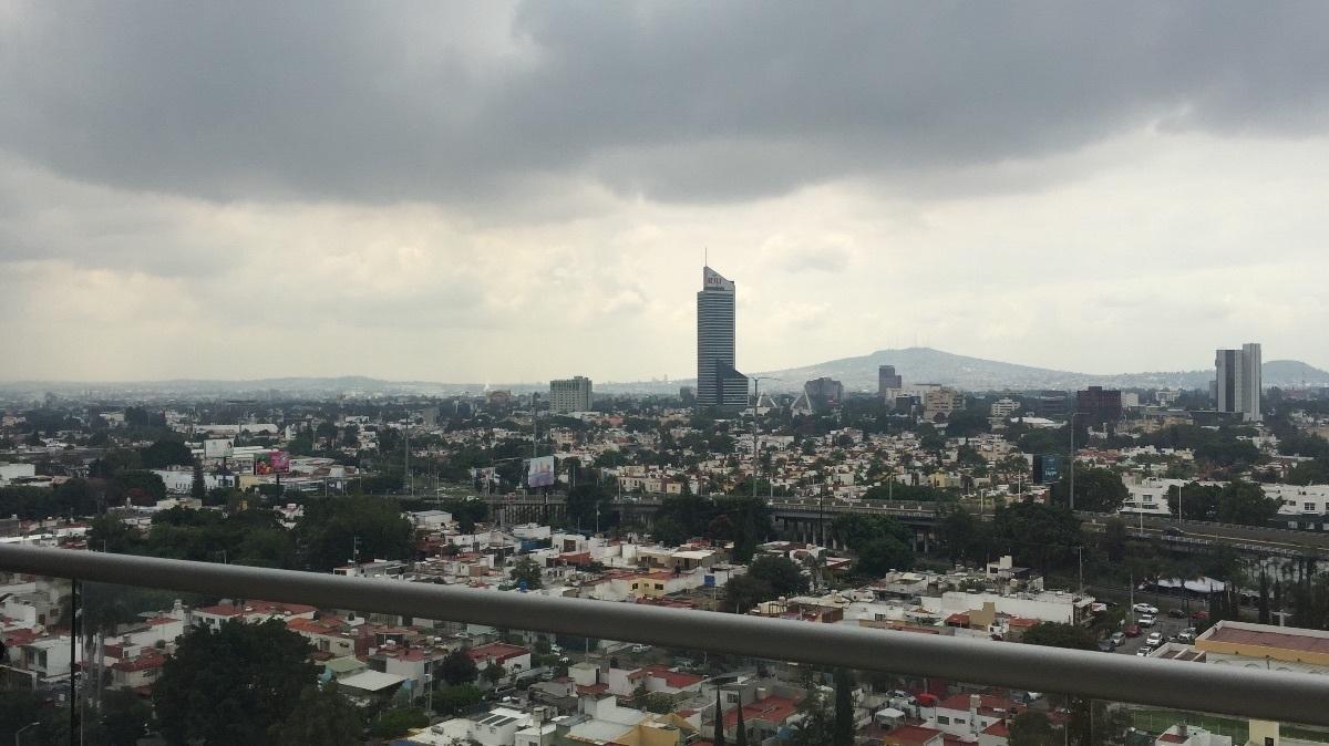 5 de 48: vista panoràmica a la ciudad de Guadalajara desde balcòn