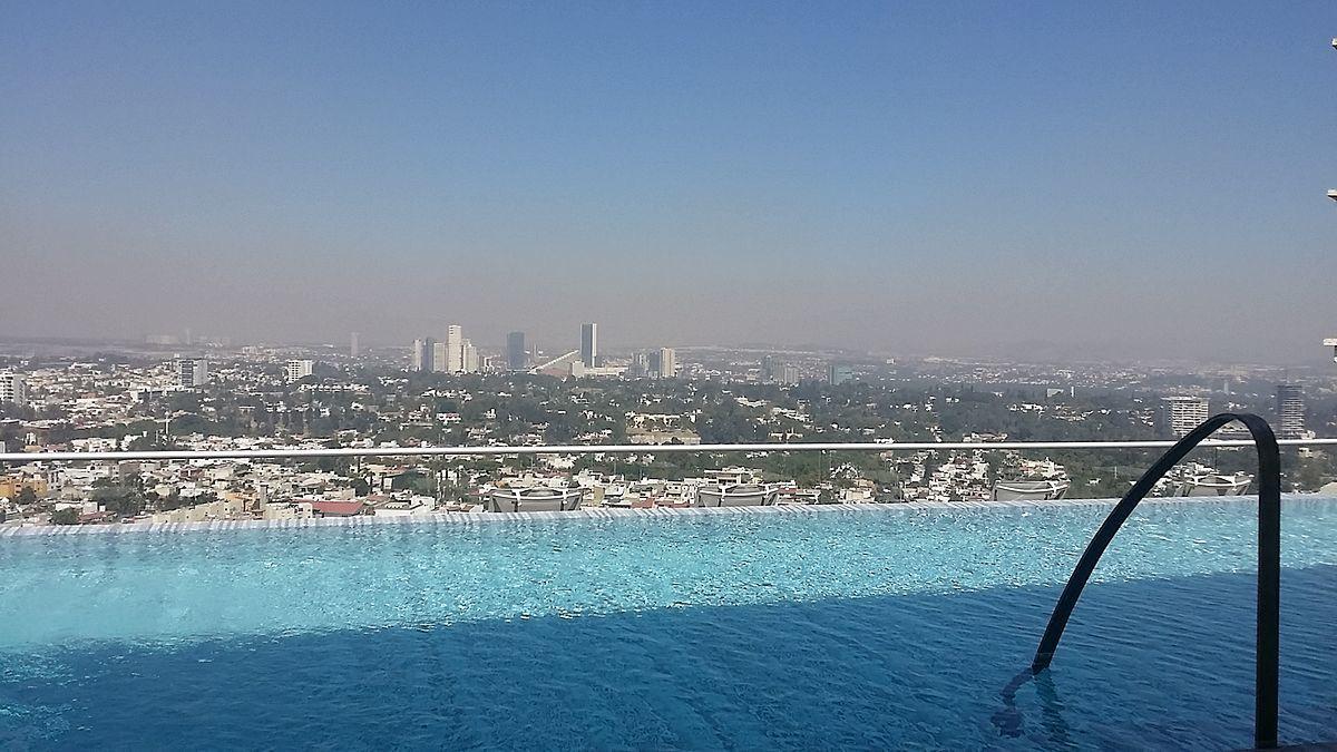 36 de 48: alberca sky pool