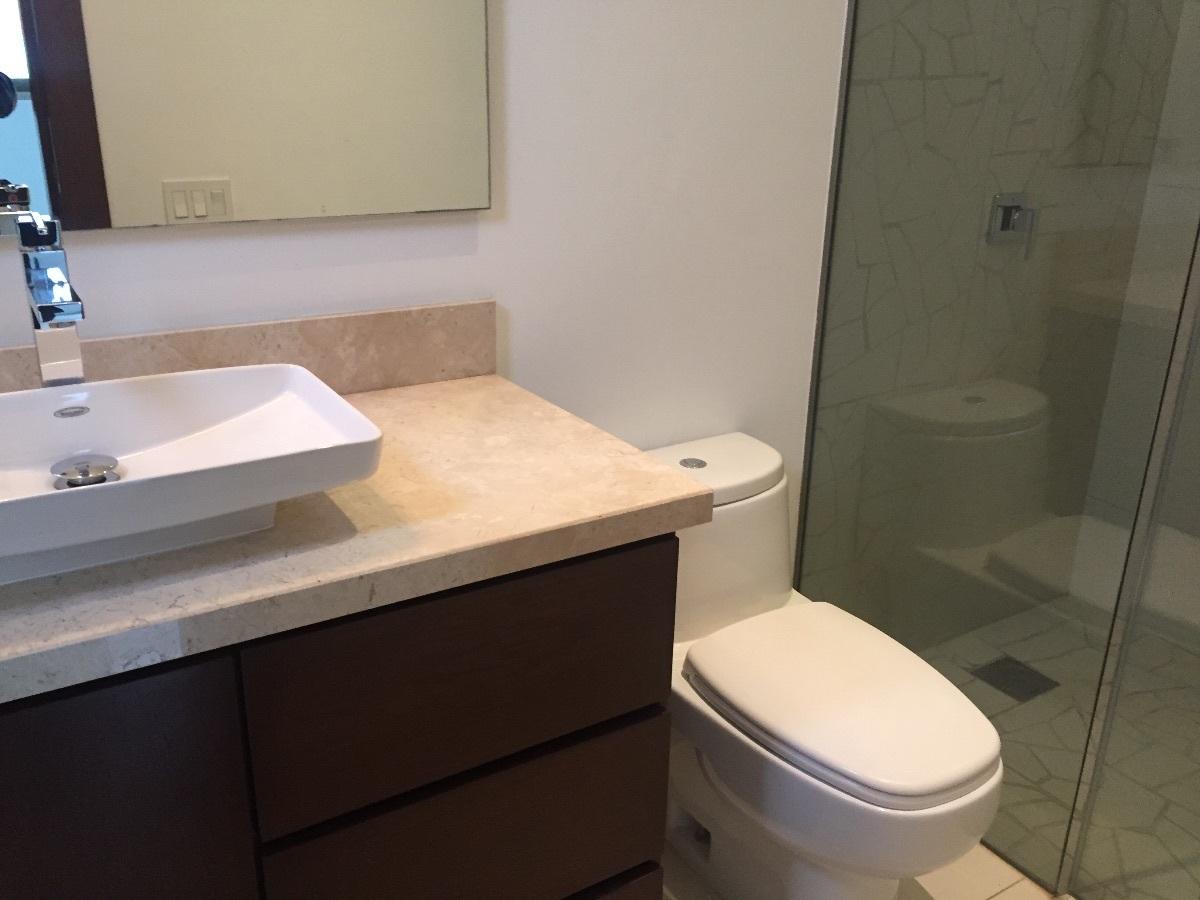 10 de 11: baños con accesorios finos marca  villeroy boch