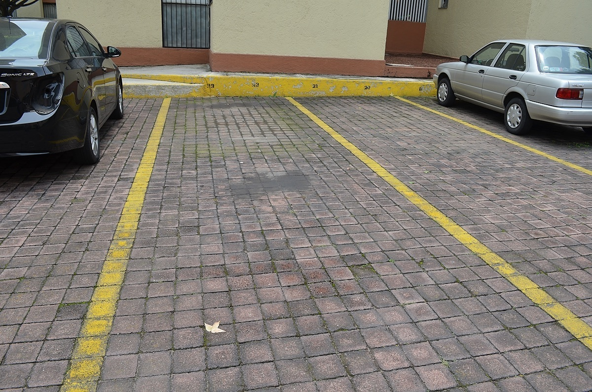 15 of 15: 2 Estacionamientos