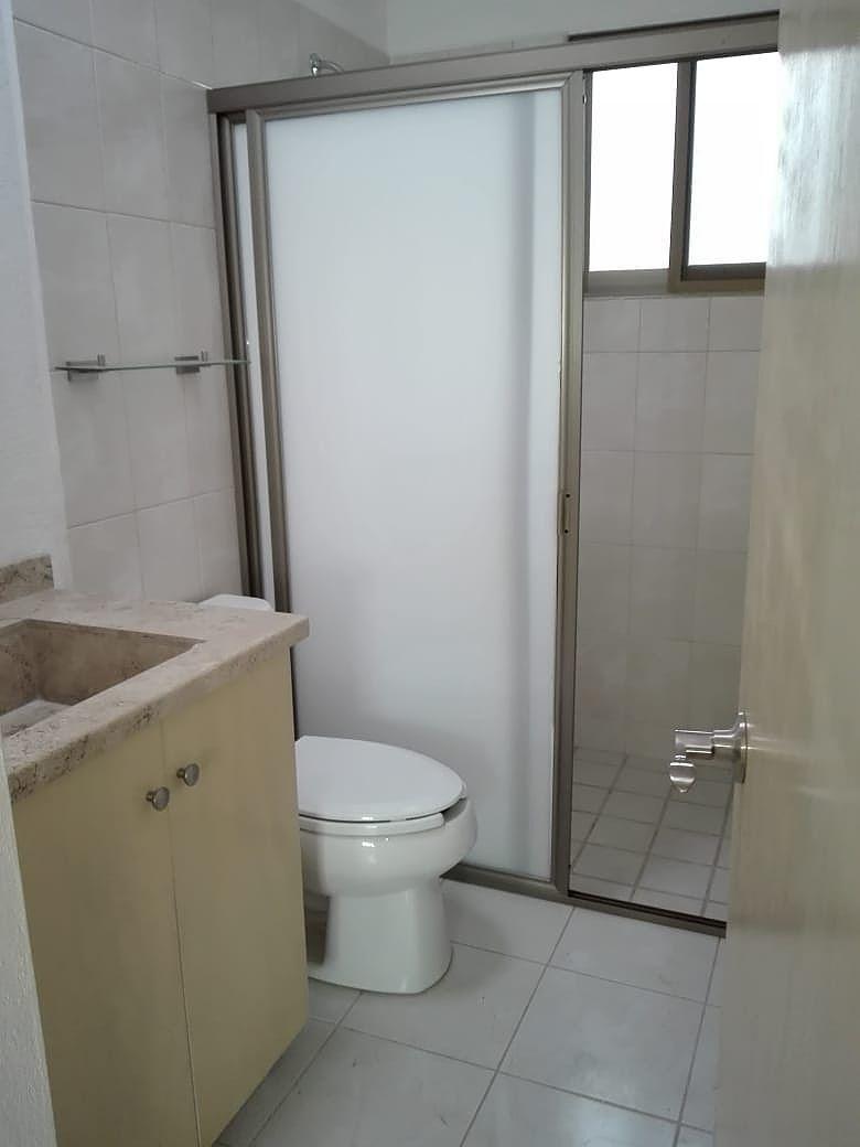 18 de 21: baño 2, segundo nivel