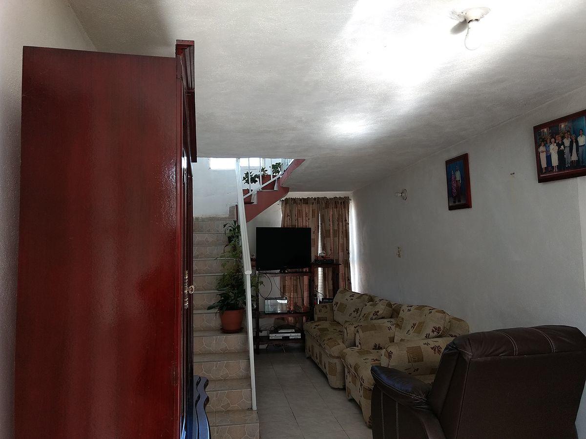 7 de 13: AMPLIO RECIBIDOR-SALA.