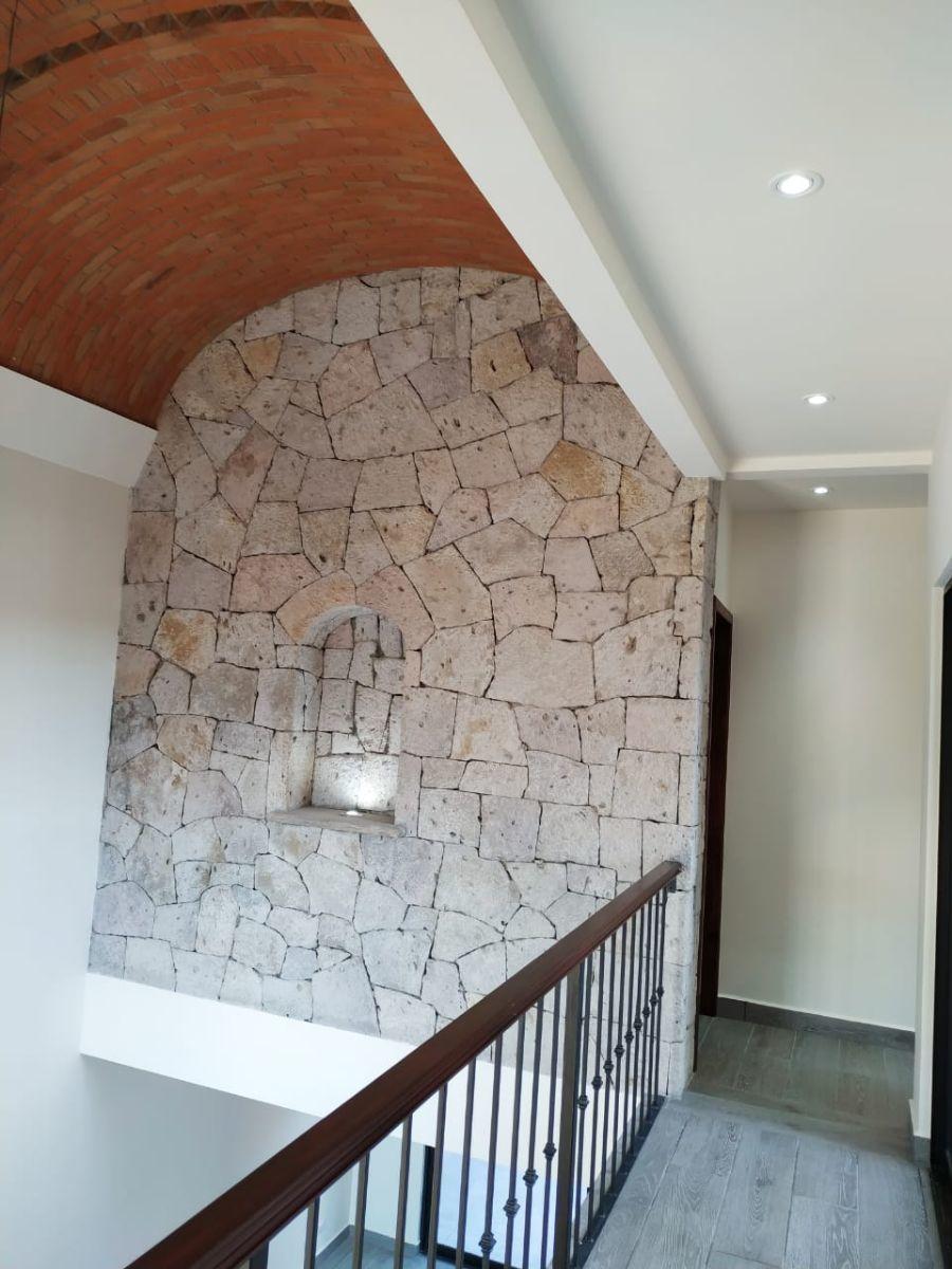 6 of 23: Detalle boveda y muro de piedra