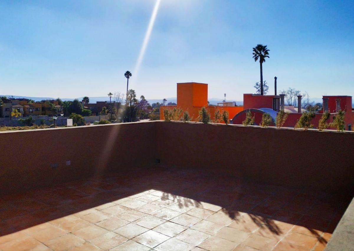 22 of 23: Vistas roof garden