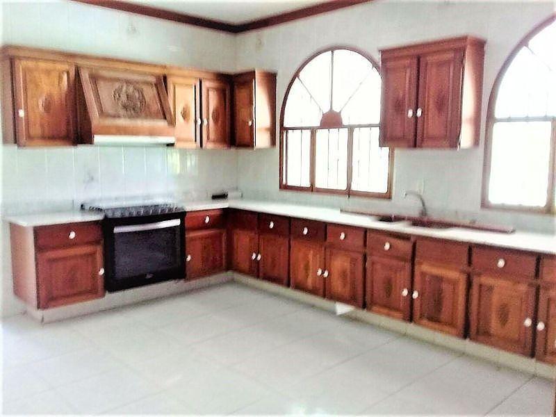 2 de 24: hermosa cocina con acabados en cedro