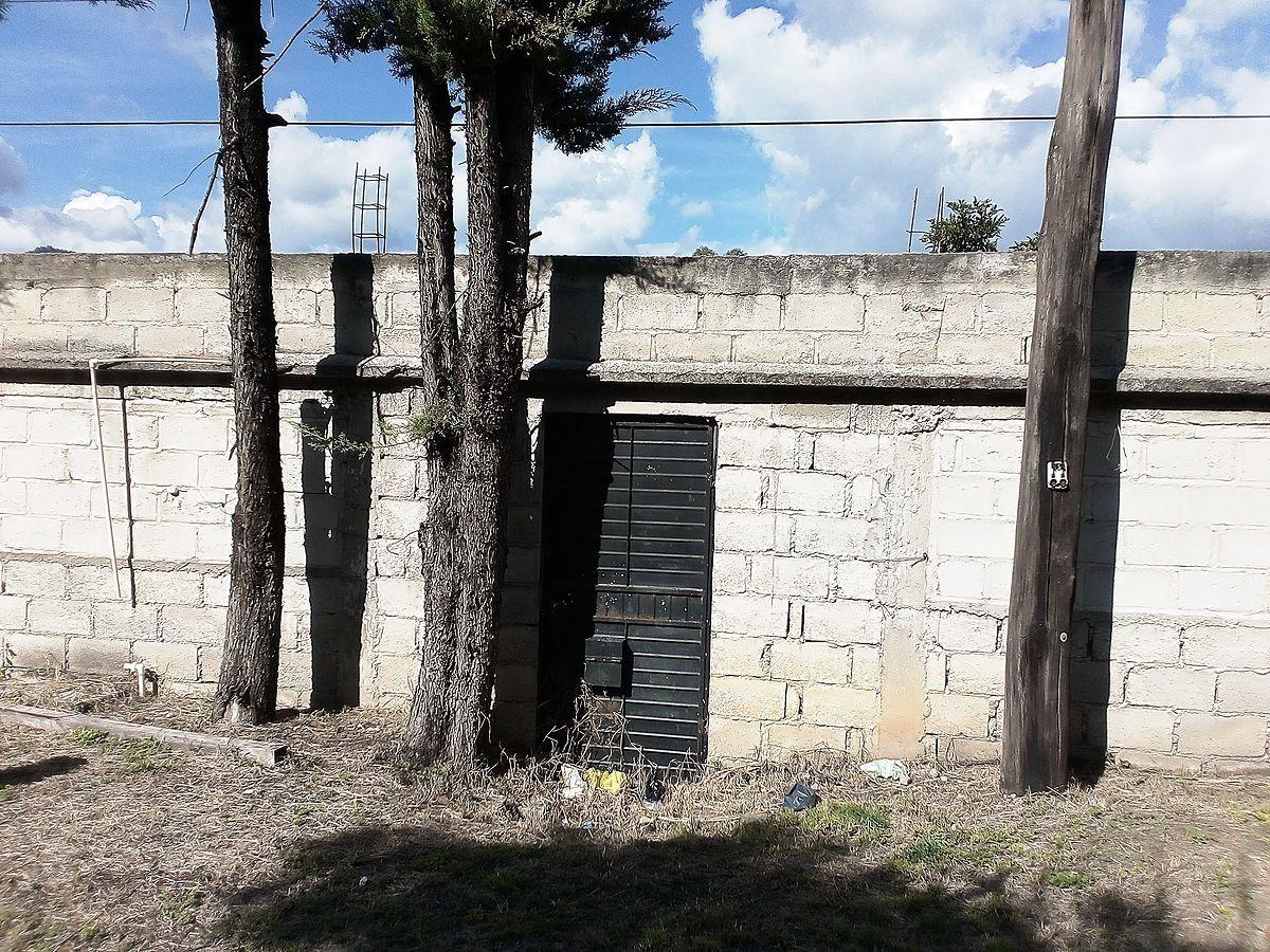 16 de 21: Puerta principal de acceso (interior)