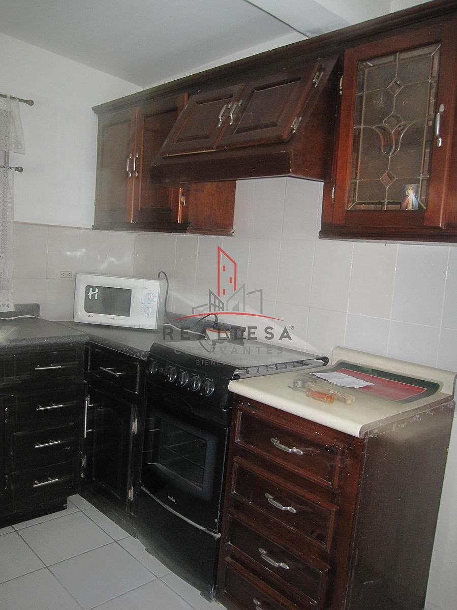 5 de 15: Cocineta integral con estufa y microondas.