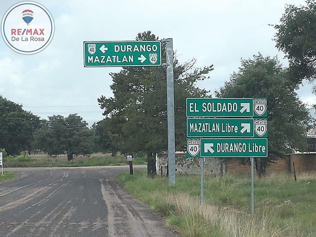 7 de 9: A unos metros del entronque a  carretera libre a Mazatlán.