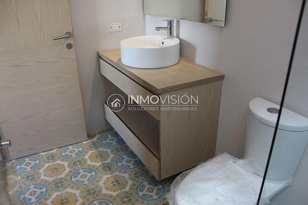 27 de 47: Mosaico artesanal en baños de recámaras