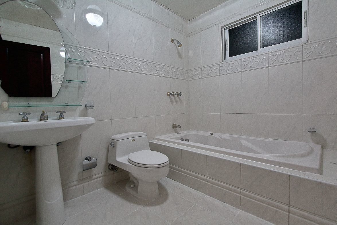 13 de 21: Baño principal con Jaccuzzi