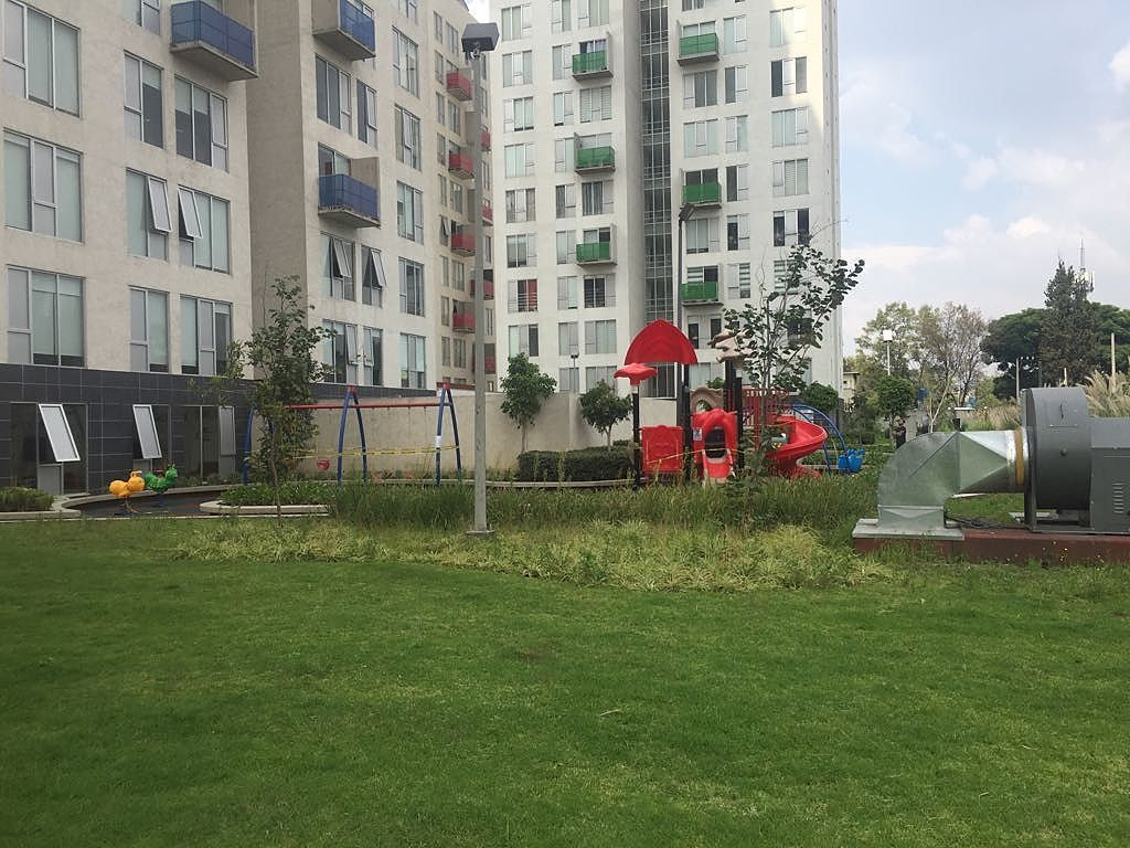 1 de 22: Jardín y juegos infantiles